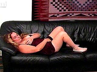 Grissle Rubbing BBW Cynthia